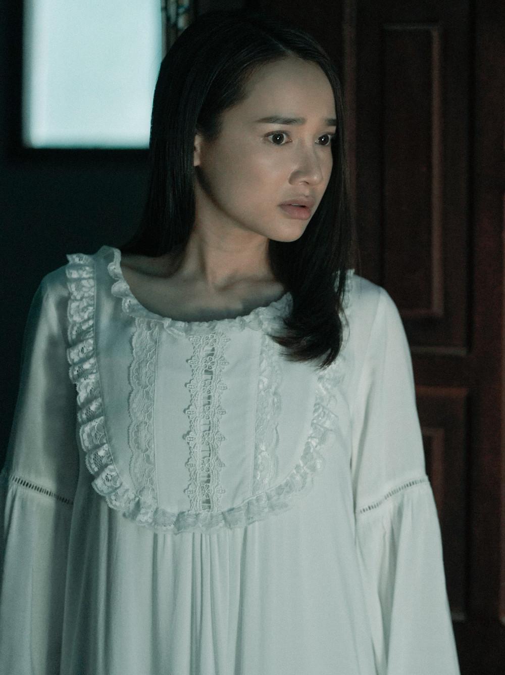 Phim Song song đánh dấu sự tái xuất của Nhã Phương sau thời gian lập gia đình, hoàn thành thiên chức làm mẹ.
