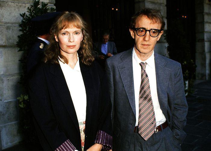 Nam đạo diễn và Mia Farrow từng hạnh phúc trong quá khứ. Họ nhận nuôi Dylan Farrow và cùng chung sống một thời gian.
