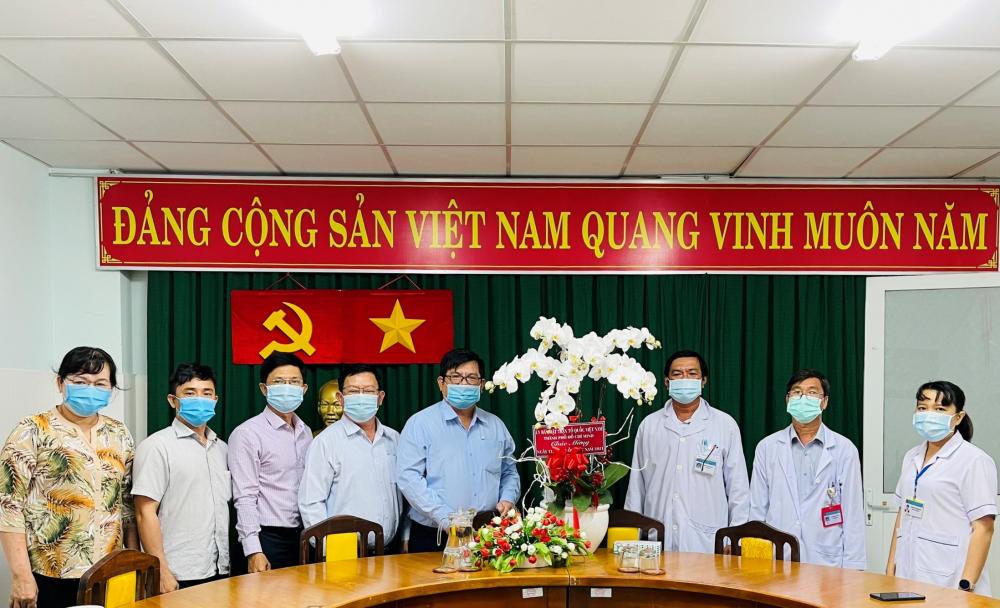 Đoàn Ủy ban MTTQ Việt Nam TPHCM thăm, chúc mừng Bệnh viện điều trị COVID-19 Cần Giờ.