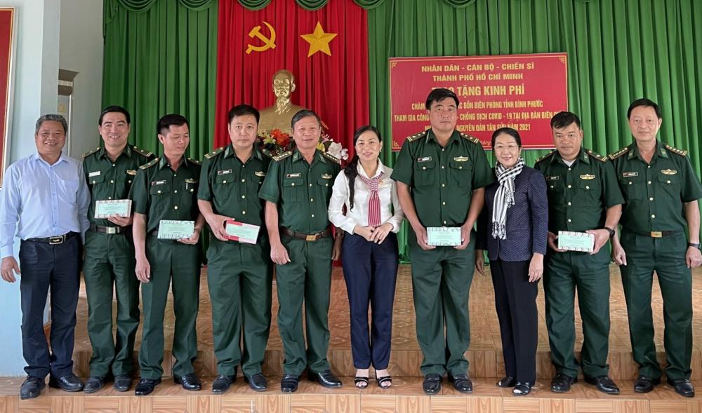 Ủy ban MTTQ Việt Nam TPHCM thăm, tặng quà bộ đội biên phòng tỉnh Bình Phước tham gia công tác phòng, chống dịch.