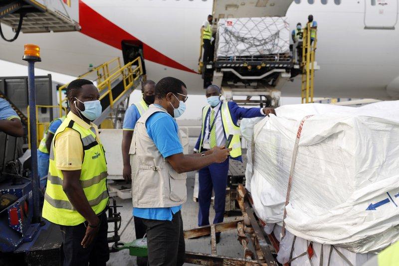 Chuyến hàng vắc-xin đầu tiên từ COVAX đã đến Ghana hôm 24/2