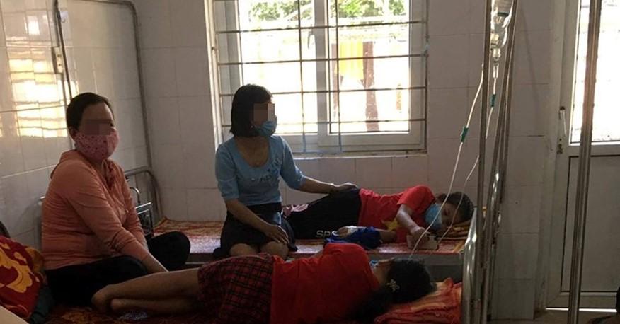 Hiện tại sức khỏe của các cháu đã có tiến triển tốt tuy nhiên vẫn đang còn điều trị tại Trung tâm Y tế huyện Vĩnh Linh