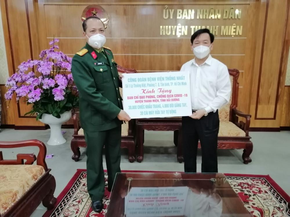 Ngày 19/02/2021 Công đoàn Bệnh viện Thống Nhất cũng đã gửi tặng lô hàng gồm: 30 máy rửa tay nhanh (do chính Công đoàn viên Bệnh viện sản xuất), 10.000 đôi găng tay, 10 thùng khẩu trang y tế cho người dân ở tỉnh Hải Dương.