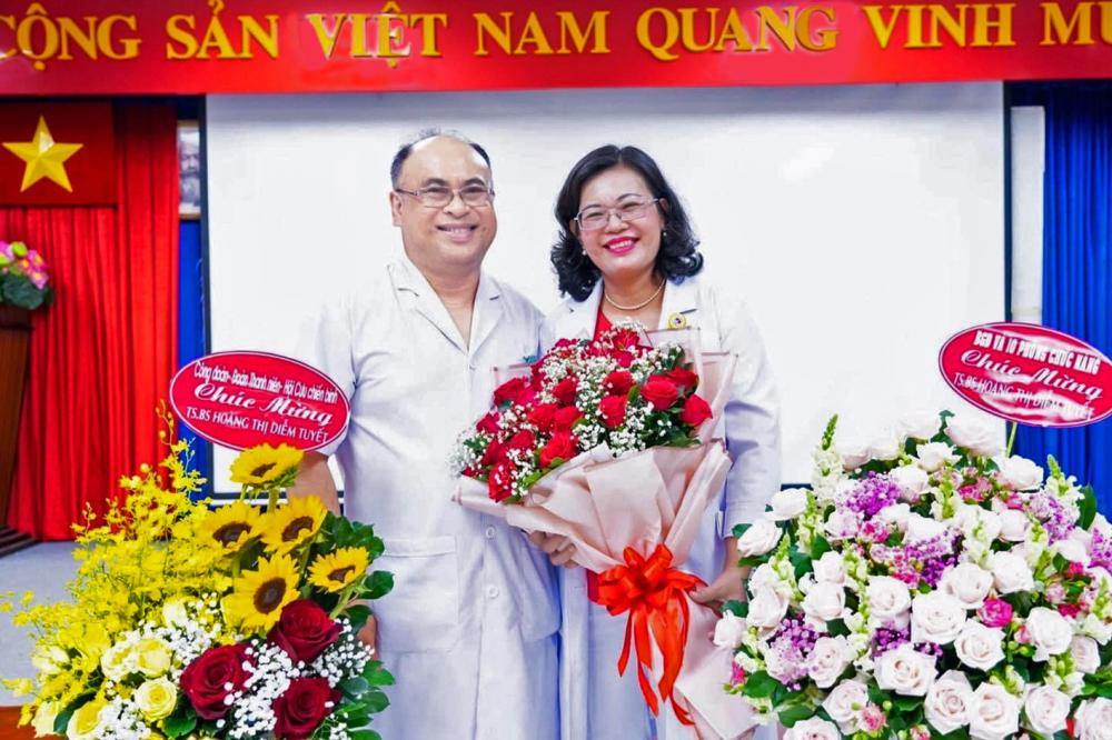 Vợ chồng phó giáo sư Huỳnh Nguyễn Khánh Trang và phó giáo sư - tiến sĩ - bác sĩ Hoàng Thị Diễm Tuyết