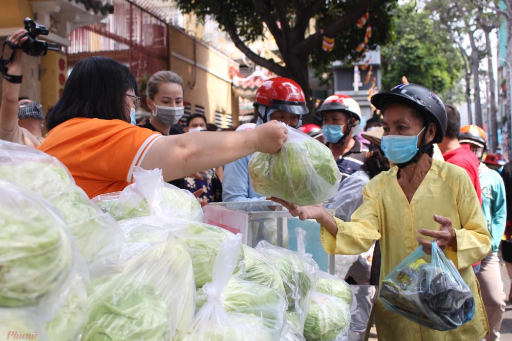 Người TPHCM nhận nông sản Hải Dương miễn phí