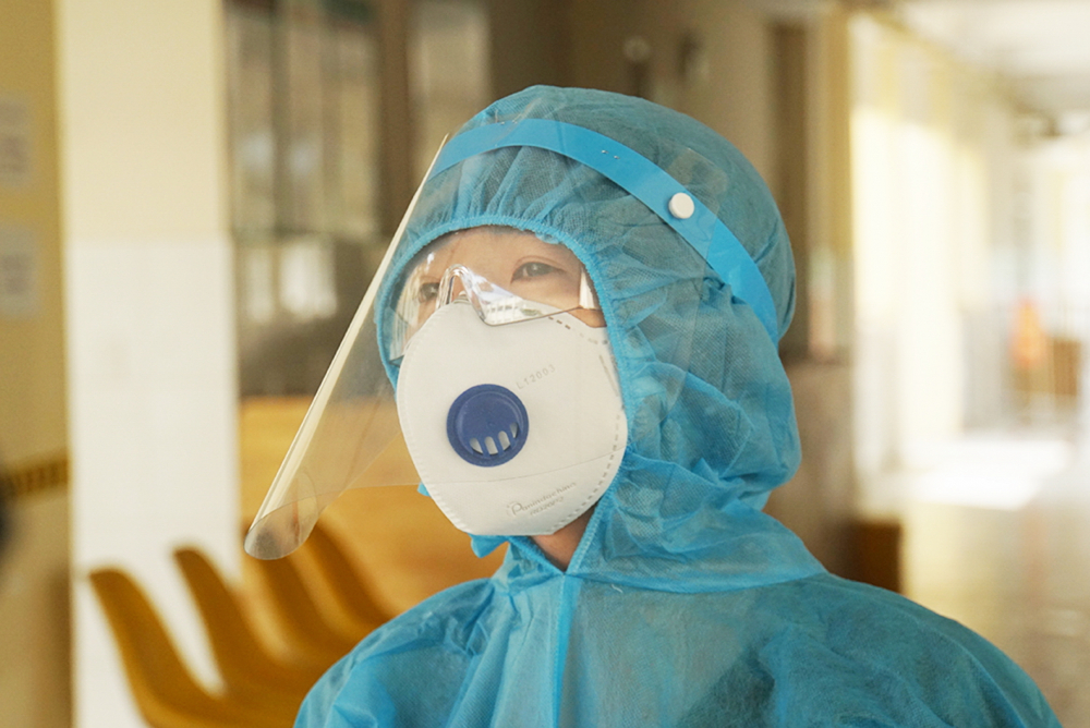 Xung phong vào Bệnh viện Điều trị COVID-19 tại H.Cần Giờ, nữ điều dưỡng Trinh cho biết, tuy có buồn một chút nhưng niềm vui kiểm soát dịch bệnh lấn át tất cả - Ảnh: Phạm An