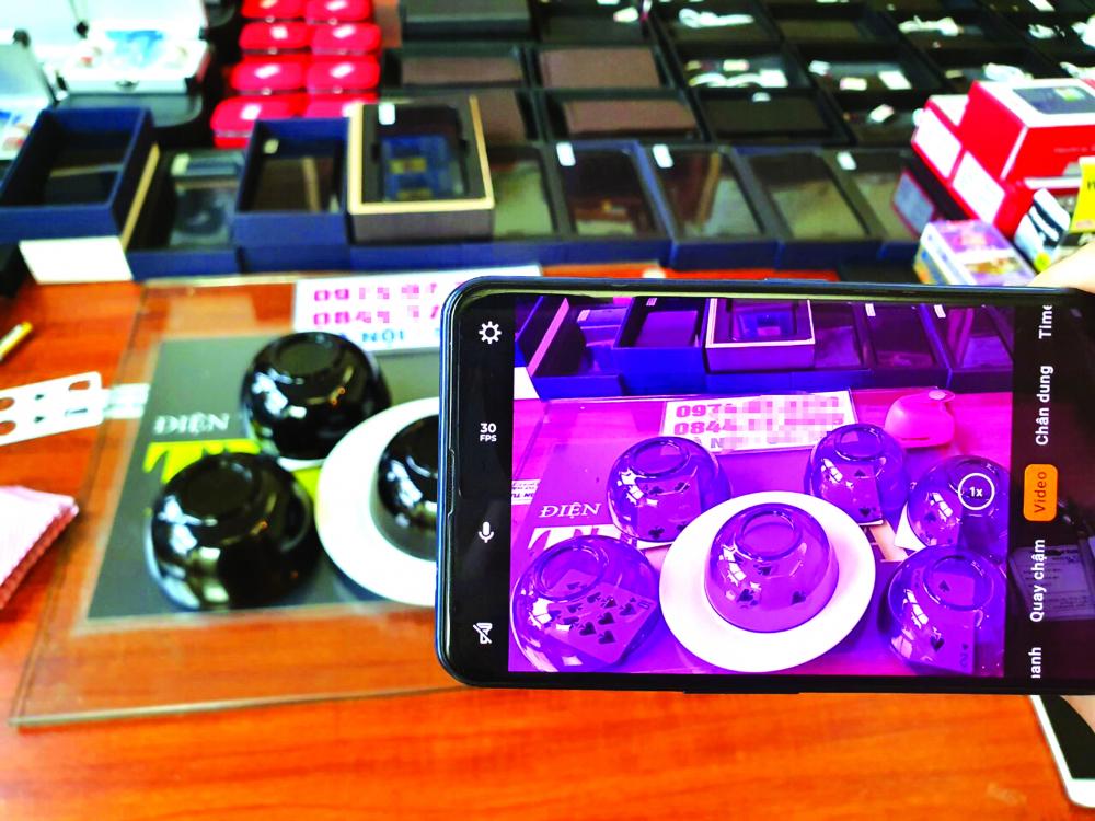 Hình ảnh thiết bị chơi bạc gian lận được quảng cáo là phát tia X rao bán trên mạng với giá 250 triệu đồng.
