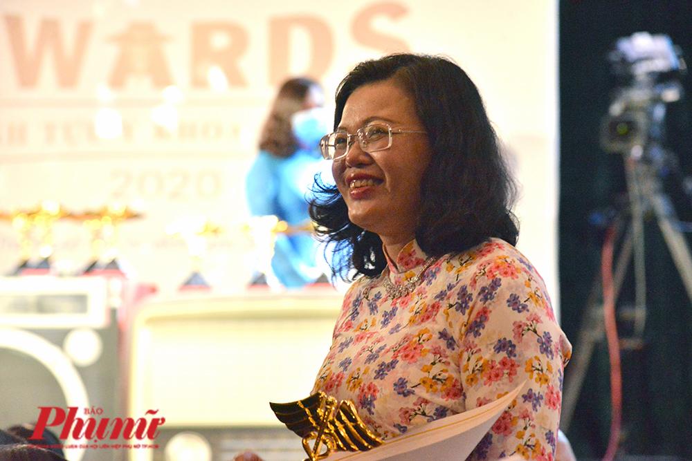 BS Hoàng Thị Diễm Tuyến - GĐ BV Hùng Vương tại lễ trao Giải thưởng Thành tựu y khoa Việt Nam 2020