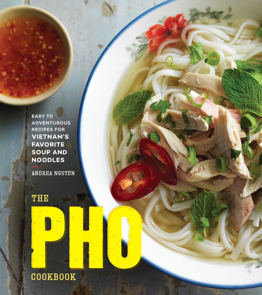 Quyển sách The Pho Cookbook do tác giả Andrea Nguyen viết được xuất bản năm