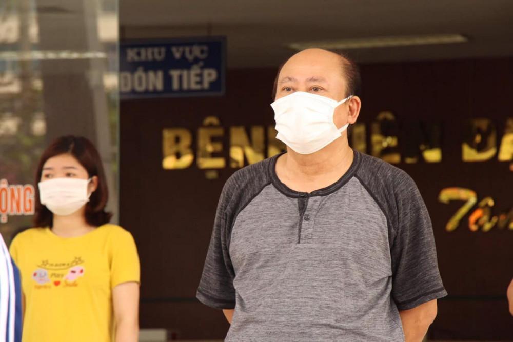 Bệnh nhân 1965 - V.Q.H (64 tuổi), trú tại phường Ngọc Châu (TP. Hải Dương). Đây là bệnh nhân nặng, từng được điều trị tại phòng ICU thuộc Khoa cấp cứu, Bệnh viện Dã chiến số 2.