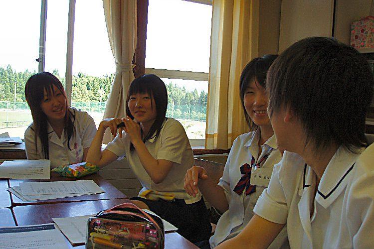 Nhiều trường trung học Tokyo yêu cầu học sinh xác nhận màu tóc tự nhiên