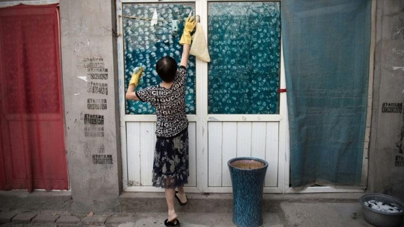 Những công việc nội trợ như thế này sẽ được đền bù bằng tiền khi phụ nữ ly dị chồng - Ảnh: Nicolas Asfouri/AFP
