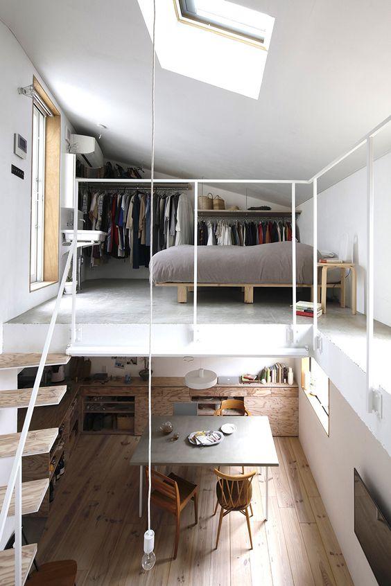 Hình 4: Một căn hộ hiện đại có gác mái được tích hợp đa chức năng với đầy đủ tiện nghi:  giường ngủ riêng, tủ quần áo, cửa sổ và không gian giếng trời là một giải pháp rất hiện đại đón ánh sánh tự nhiên vào nhà. Ở bên dưới là không gian mở của khu vực bếp, phòng ăn.