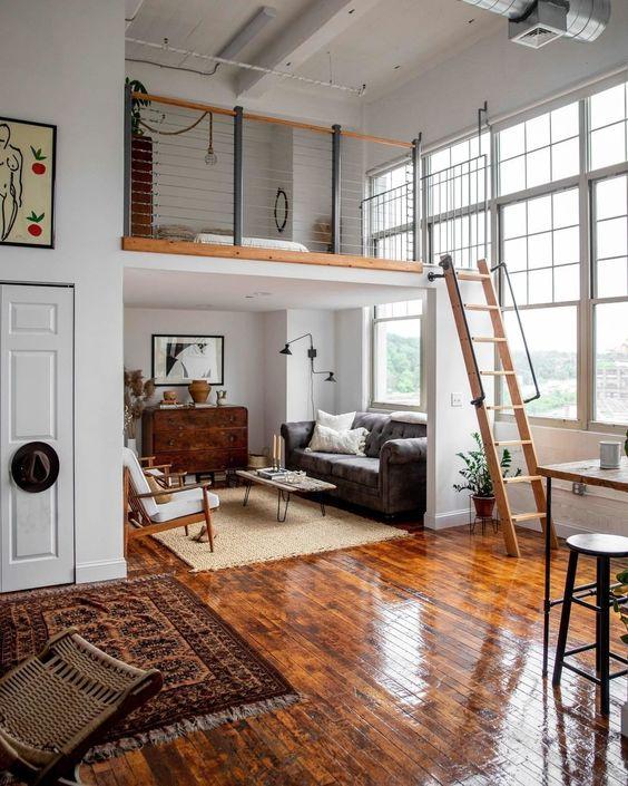 Hình 6 .Một không gian hiện đại với thiết kế  phòng khách ở dưới và  phòng ngủ ở trên cộng với cửa sổ cao gấp đôi tăng cường đón ánh sáng tràn ngập vào nhà.