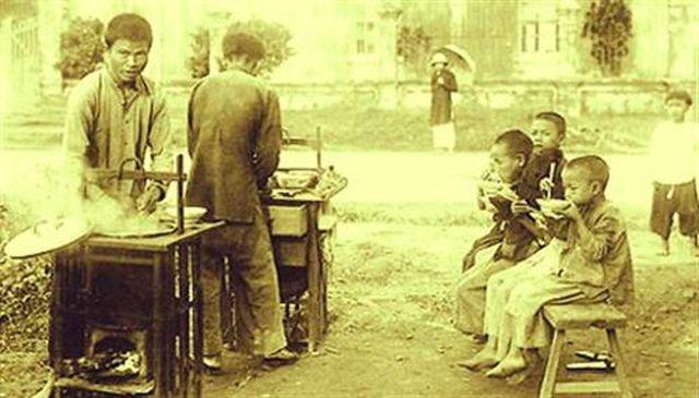 Một hàng phở ở Hà Nội trước đây - Ảnh: vietworldkitchen