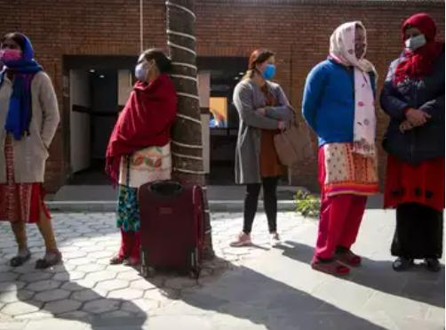 Phụ nữ Ấn Độ chịu ảnh hưởng nặng nề