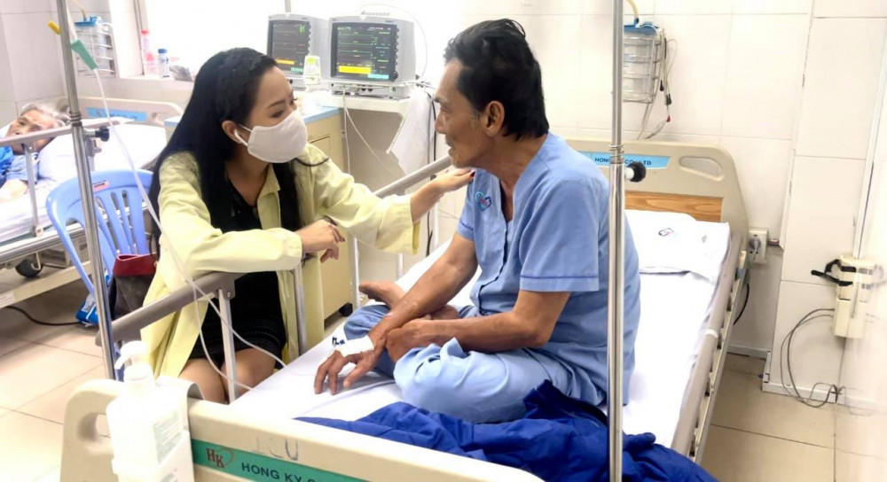 NS ƯT Trịnh Kim Chi đến thăm diễn viên Thương Tín vào sáng 27/2