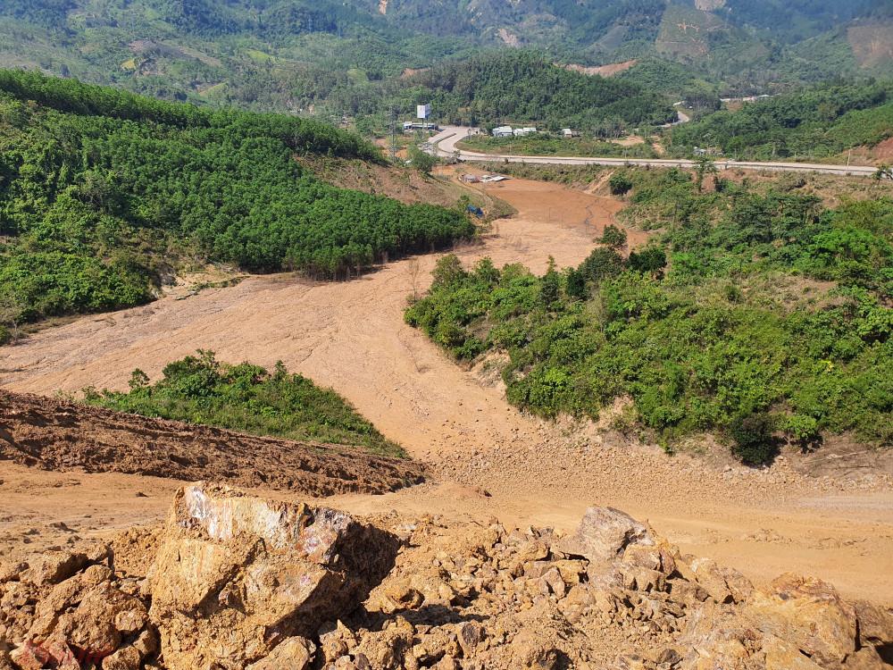 Hiện, chính quyền huyện Nam Giang đang tiếp tục nghiên cứu các phương án để di dời người dân ra khỏi khu vực nguy hiểm