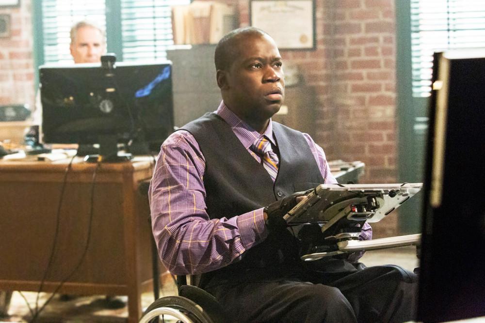 """Diễn viên khuyết tật Daryl Mitchell vai điều tra viên trong phim  NCIS: New Orleans, được nhận xét là """"diễn viên quyến rũ và tài năng"""""""