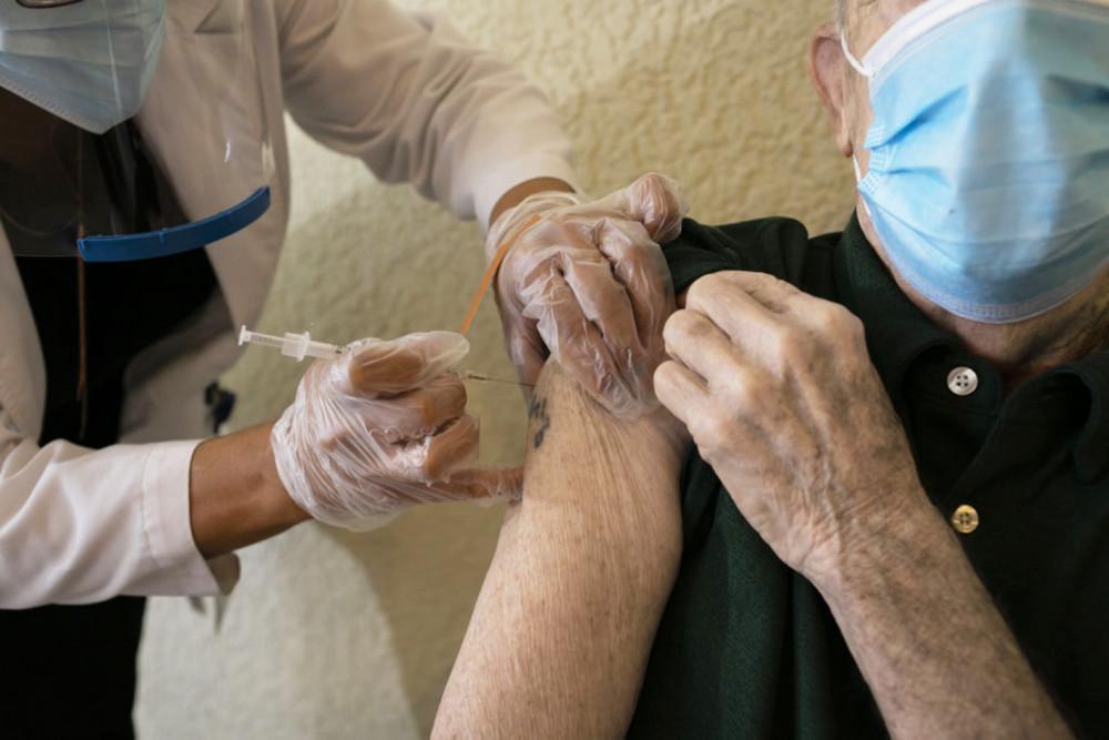 Nhiều người cao tuổi có thể bỏ lỡ mũi tiêm vắc-xin COVID-19 dù họ là đối tượng ưu tiên  trong tiêm chủng