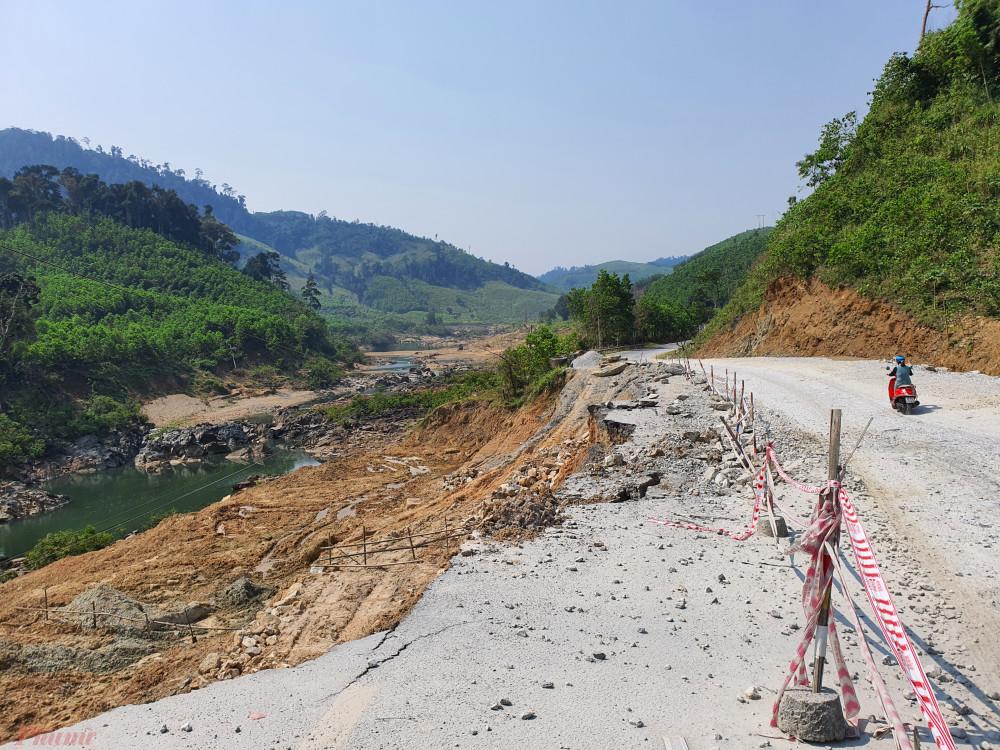Tuyến đường Hồ Chí Minh nối từ miền Trung lên Tây Nguyên qua Quảng Nam bị hư hỏng nặng nề
