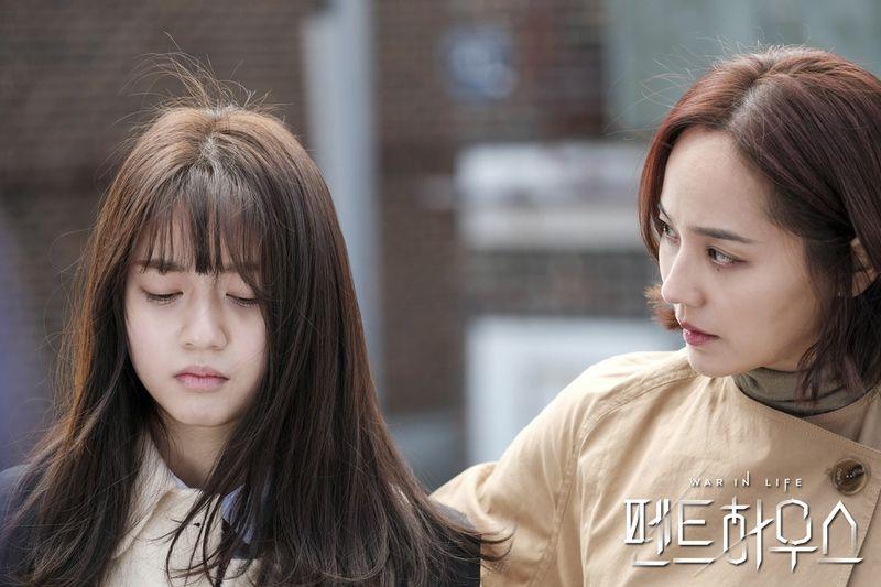 Bae Ro Na (Kim Hyun Soo thủ vai) gây ức chế cho khán giả vì bản tính ngang bướng