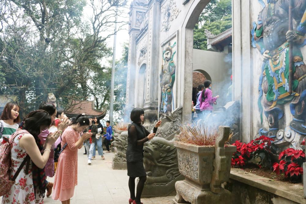 Lễ chùa đầu năm là nét đẹp văn hóa của dân tộc, đừng biến những giá trị văn hóa thành phản cảm - Ảnh: T.Q.
