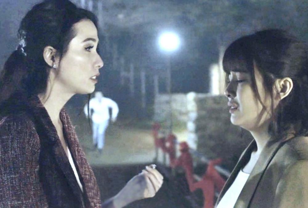 Trong phim Kiều @, diễn xuất của Phan Thị Mơ (trái) còn non và gượng so với bạn diễn Cao Thái Hà