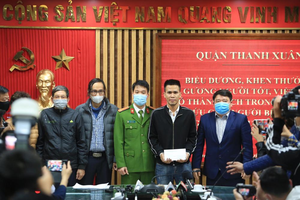 Công an quận Thanh Xuân, Hà Nội đã tổ chức lễ biểu dương khen thưởng đối với anh Nguyễn Ngọc Mạnh