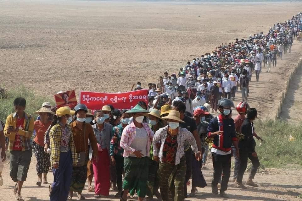 Từ thành thị đến nông thôn Myanmar, người dân một lần nữa phải đứng lên chống chế độ quân sự sau 10 năm bình yên ngắn ngủi