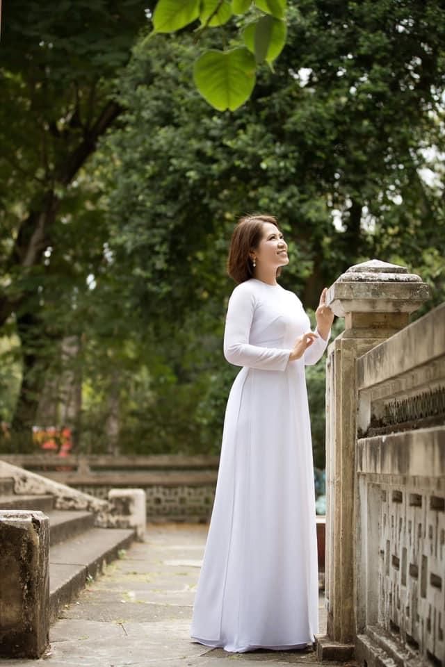 Nhiều chị đã chia sẻ hình ảnh cá nhân trên các trang mạng xã hội để hướng ứng 'Tuần lễ áo dài