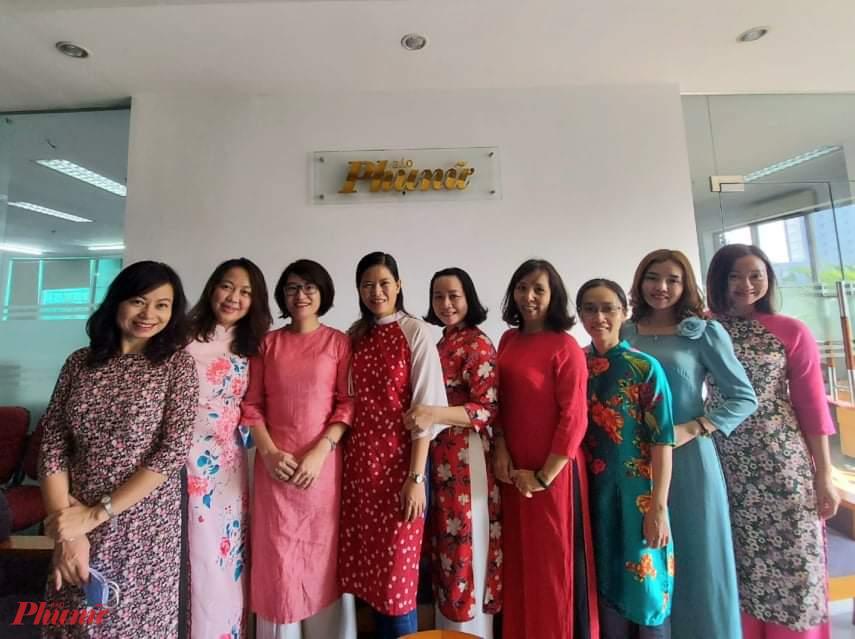 Nữ phóng viên, nhân viên Báo Phụ nữ hưởng ứng Tuần lễ áo dài.