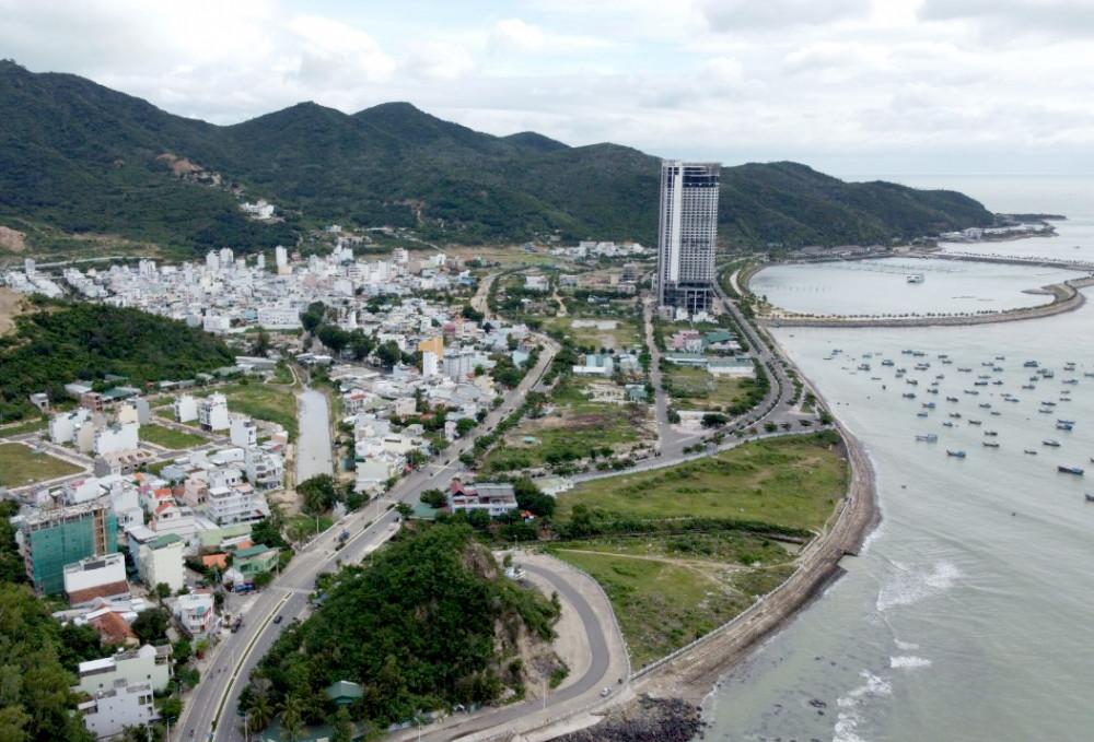 Bộ Xây dựng đề nghị tỉnh Khánh Hòa nghiên cứu thêm phương án khác ngoài lấn biển - Ảnh: Trường Nguyên