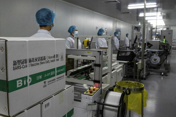 Vắc-xin chuẩn bị được gửi đi từ khu vực đóng gói của Sinopharm