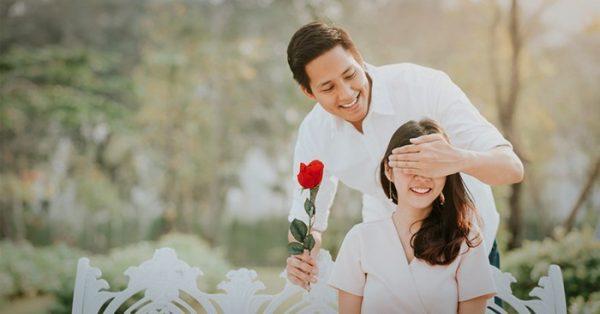 Thay vì chỉ quan tâm vào những dịp đặc biệt, hai vợ chồng hứa sẽ dành trọn vẹn chú tâm cho nhau mỗi ngày.