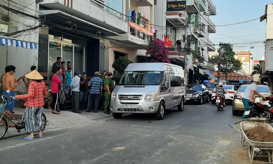 Người và xe có liên quan đến vụ việc được đưa về trụ sở công an