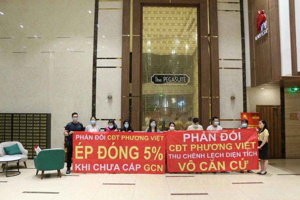Ngoài ra, Phương Việt Invest còn yêu cầu cư dân thanh toán 5% còn lại mới cung cấp hồ sơ làm sổ hồng