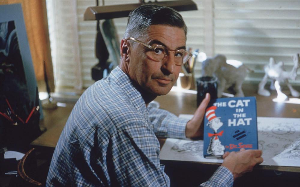 Tiến sĩ Seuss với tác phẩm được cho là nổi tiếng nhất của ông The cat in the hat.