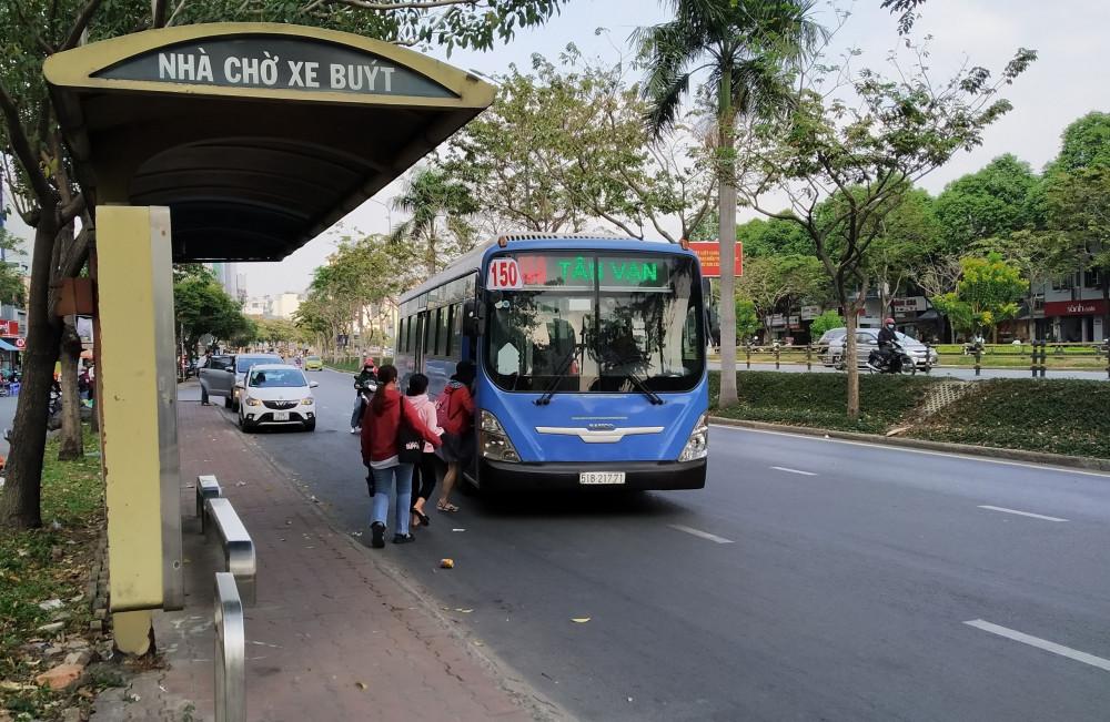 tái cấu trúc và phát triển mạng lưới vận tải hành khách cộng cộng bằng xe buýt trên địa bàn thành phố.