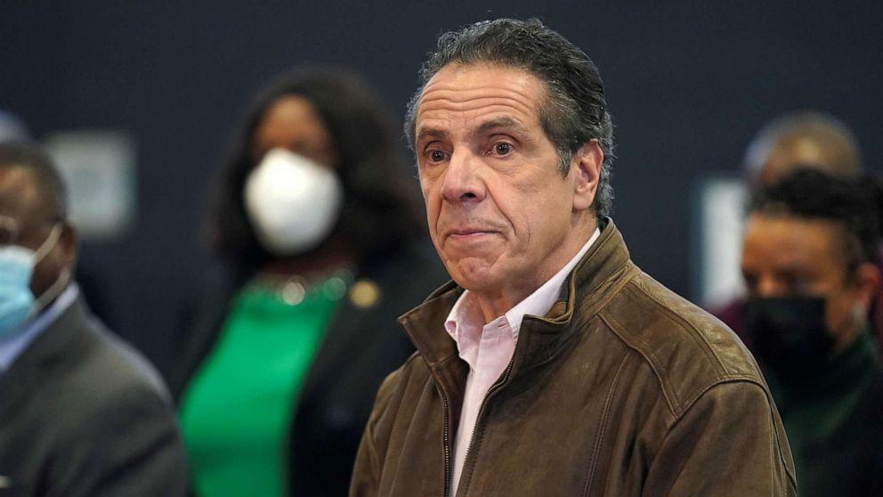 Thống đốc New York Andrew Cuomo lên tiếng xin lỗi công khai về cáo buộc quấy rối tình dục các cựu trợ lý của mình và tuyên bố ông sẽ không từ chức - Ảnh: Reuters