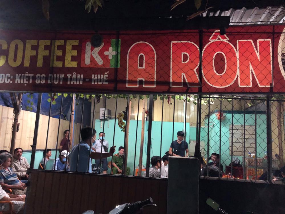 Quán cà phê A Rôn nơi các đối tượng tổ chức cá độ bóng đá qua mạng internet