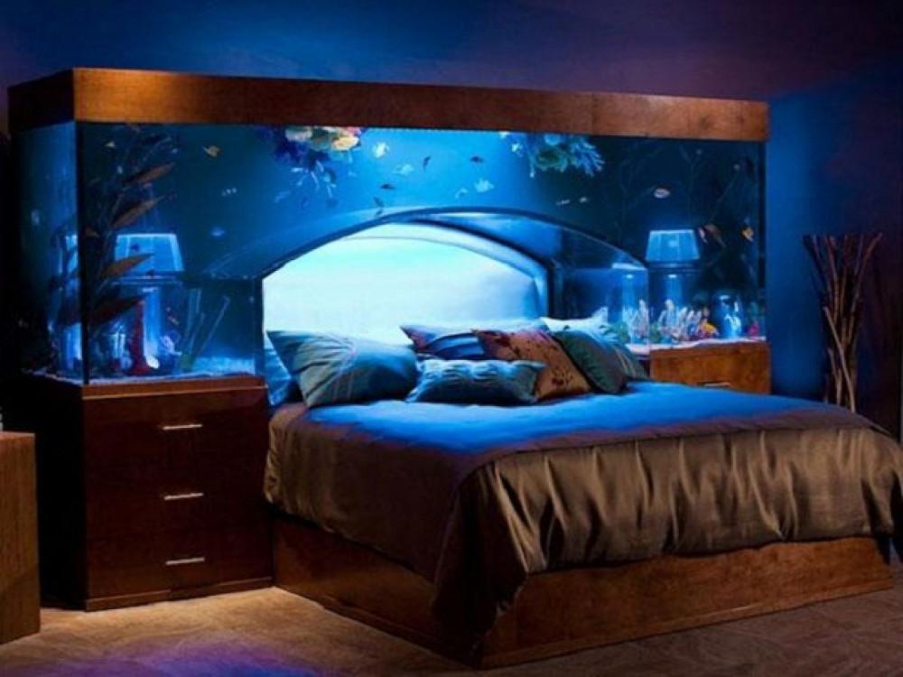 Hình 11. Một bể cá tuyệt đẹp trên giường thật lãng mạn mang đến giấc mơ ngọt ngào như lạc vào thủy cung.