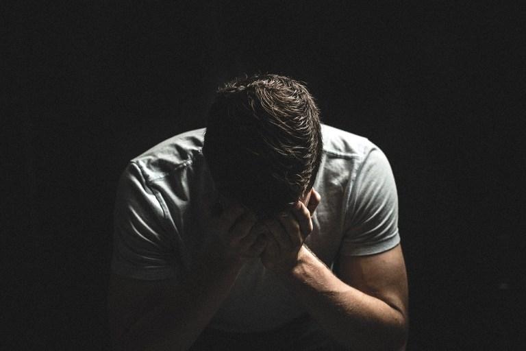 Đàn ông khóc