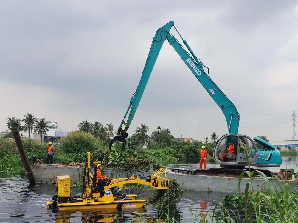 TPHCM đồng ý với Sở GTVT sử dụng công nghệ mới để vớt, thu gom rác trên sông, kênh, rạch