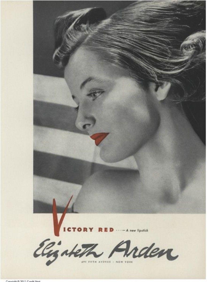 """Vào Thế chiến thứ hai, hãng mỹ phẩm Elizabeth Arden danh tiếng tại Mỹ ra mắt dòng son môi đỏ có tên """"Victory Red"""" (""""Màu đỏ chiến thắng""""). Arden, nữ doanh nhân và nhà hoạt động xã hội tiên phong cho phong trào đấu tranh vì nữ quyền thời bấy giờ, khuyến khích phụ nữ vừa tự tin làm đẹp vừa tiếp tục đảm đương trách nhiệm công dân trong thời chiến. (Ảnh: Fashionista)"""