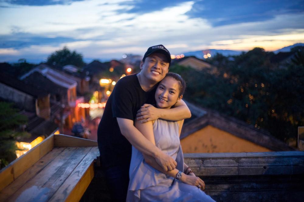 Lam Trường bên cạnh Yến Phương, người từng là fan của nam ca sĩ trước khi về chung một nhà.