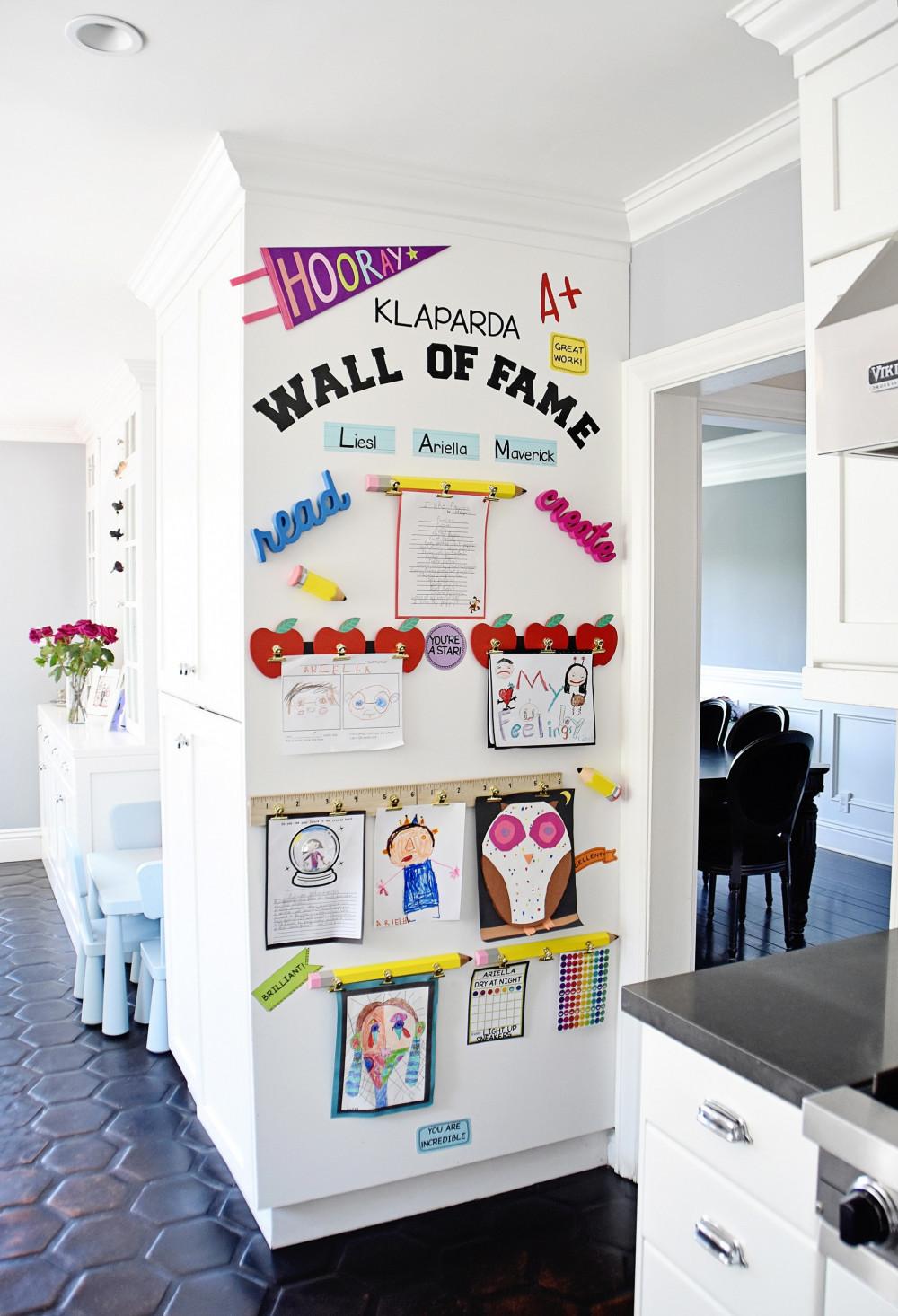 Bức tường danh vọng là một cách tuyệt vời để khiến bé cảm thấy tự hào về những gì chúng đã tạo ra