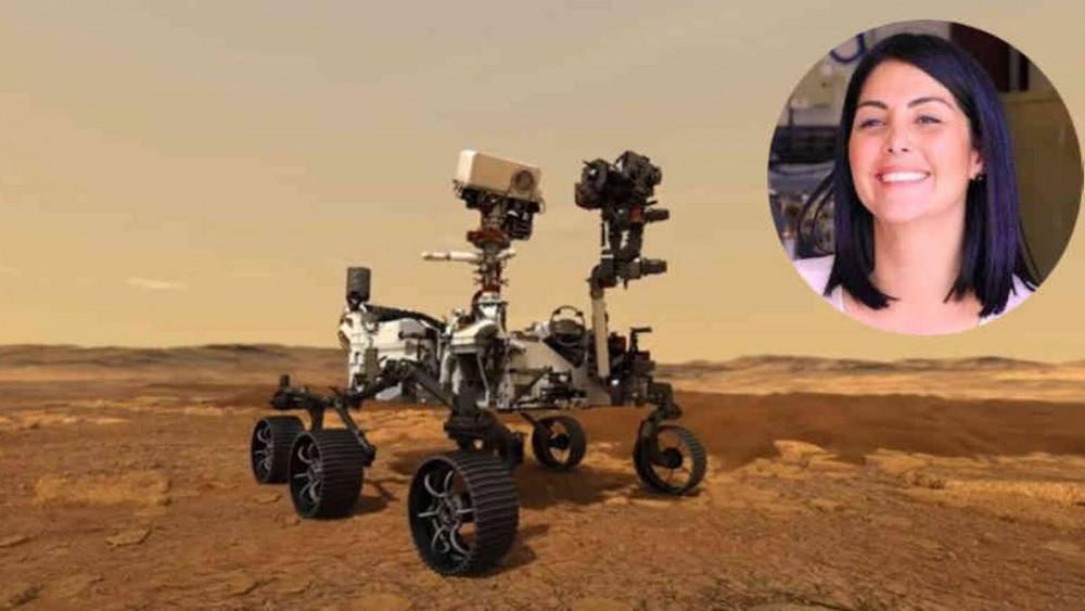 Cô Diana Trujillo cũng con robot tự hành do chính mình tạo ra để phục vụ sứ mệnh khám phá sao Hỏa