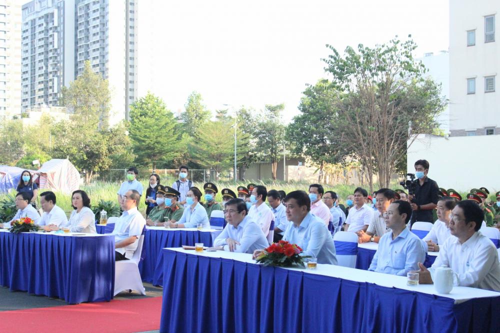 Các đại biểu tham gia Lễ phát động xây dựng TP. Thủ Đức xanh, sạch, đẹp.