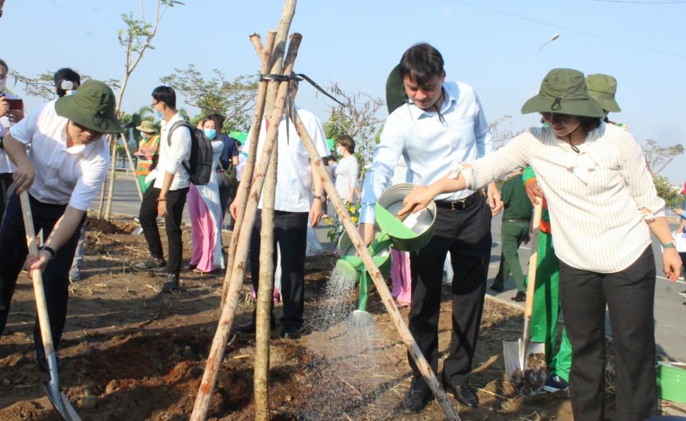 Lễ phát động ra quân trồng mới 1.500 cây xanh.